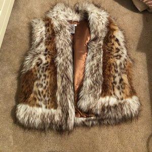 Medium worn fur sleeveless coat